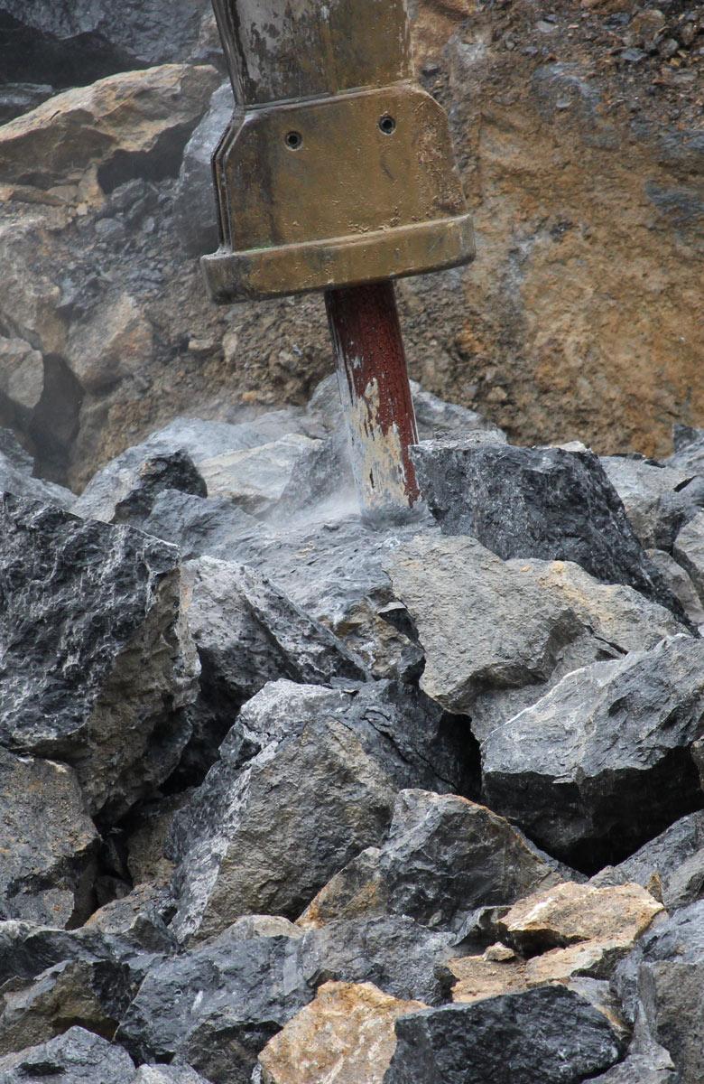 GRUPO LACILLA imagen partiendo rocas